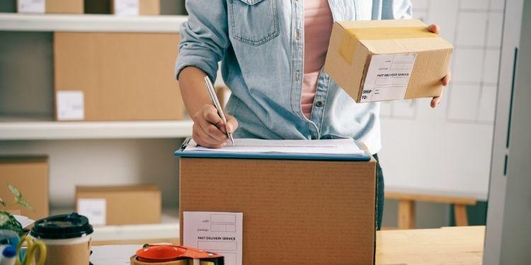 How Custom Printed Shipping Boxes Enhance CPG Branding