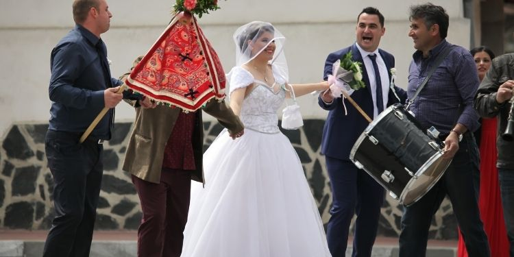 How to start a wedding event management business